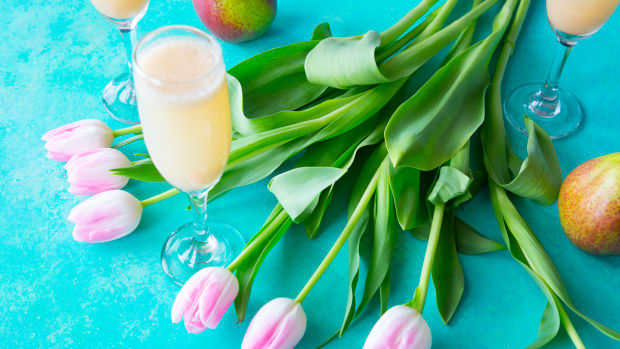 Spiced pear spritzer with tulips