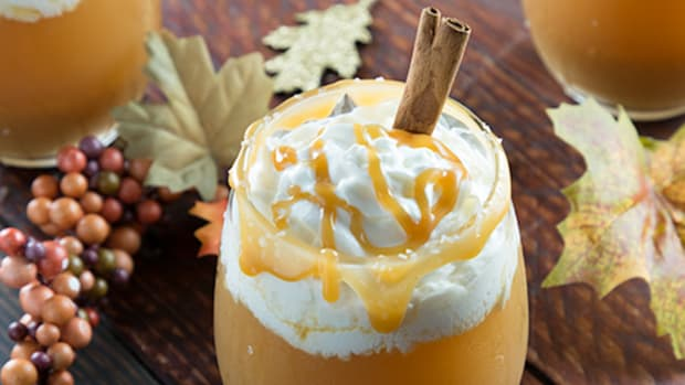 Boozy Salted Caramel Apple Cocktail