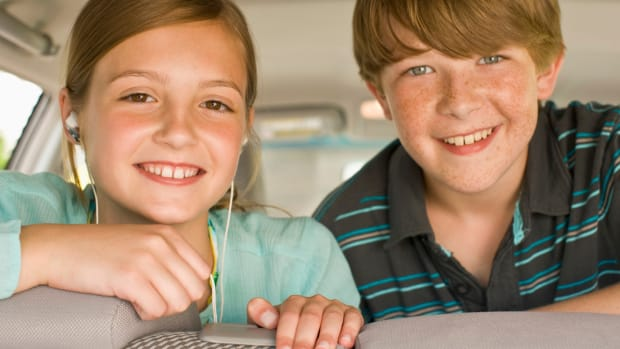 kids in car back