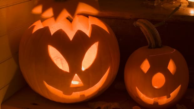 decorating halloween