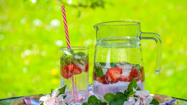 Detox Your Body With Fruit-Infused Water