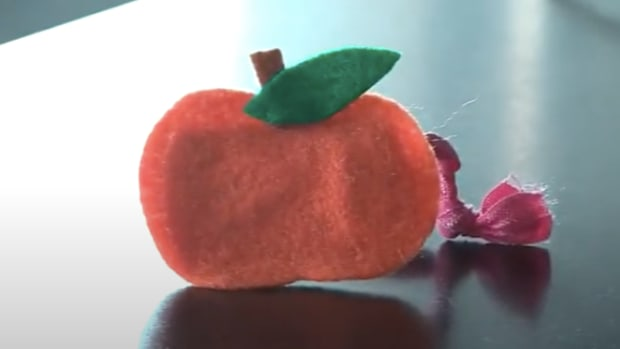 Halloween No-Sew Pumpkin Ponytail Holder