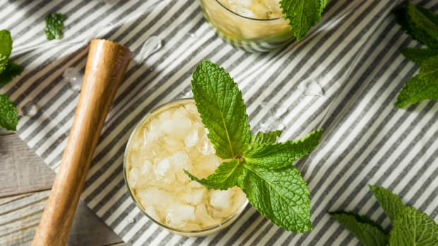 How to Make a Classic Mint-Julep for Derby Day