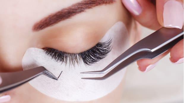 Beauty Testing Eyelash Weaving