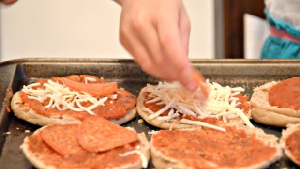 Kids in the Kitchen: Quick and Easy Mini Pizzas