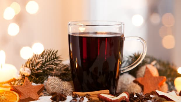 Our Favorite Holiday Mulled Wine Recipe