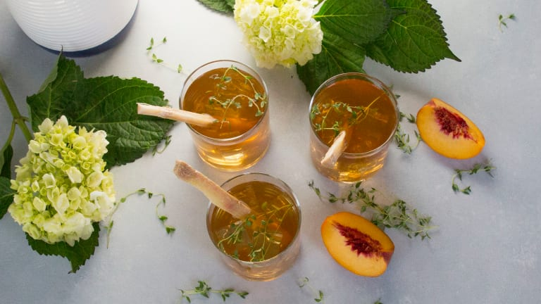 You're Going To Love This Bourbon Peach Thyme Sweet Tea Cocktail