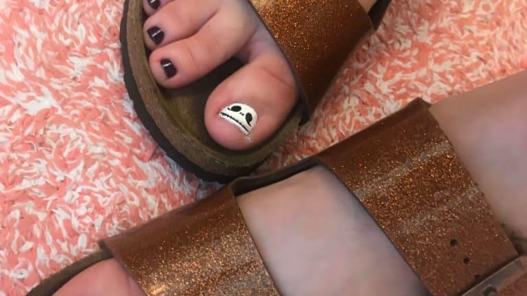 Easy DIY Halloween Manicure