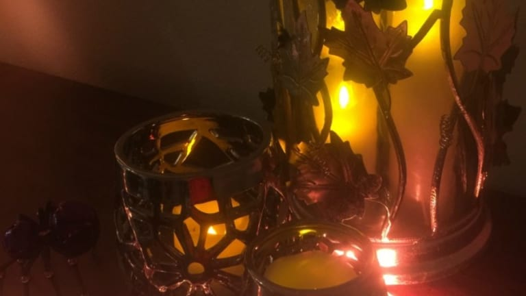 Easy Halloween Decorations with Philips Hue