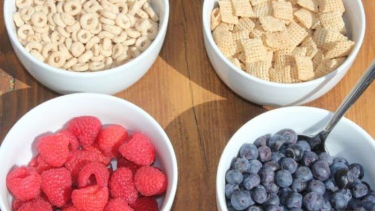 Healthy Breakfast Idea: DIY Cereal Bar