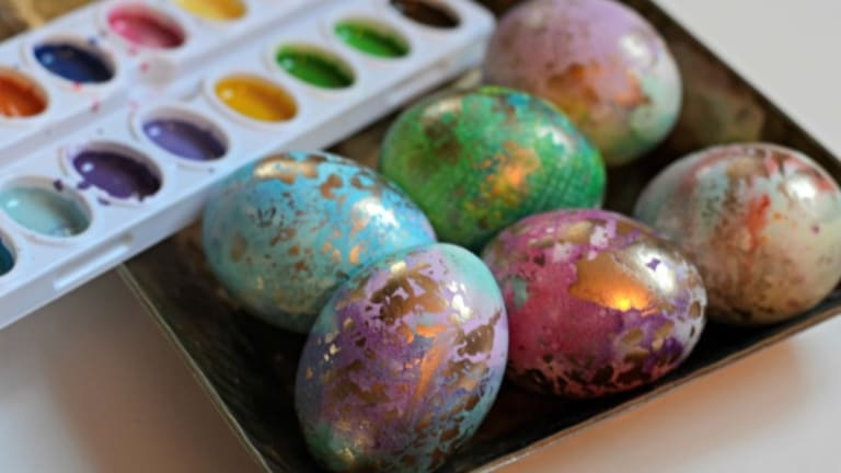Creative DIY Gilded Watercolor Easter Egg Instructions