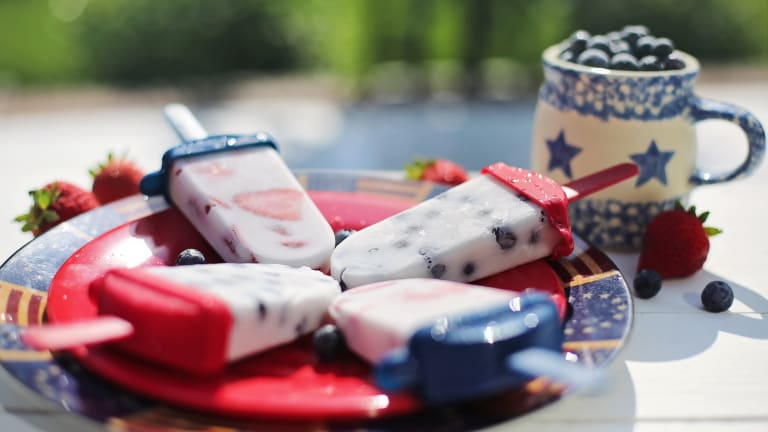 7 Festive Fourth of July Desserts & Drinks
