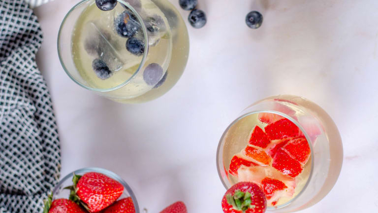 Try This Recipe for Frozen Prosecco Ice Cubes