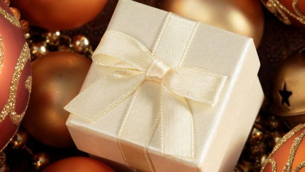 holiday gift guide, gift guide, holiday gifts, on trend gifts, must have gifts, best gifts, 2017 gifts, holiday gift guide 2017, 2017 gifting, 2017 gift guide, best gifts 2017