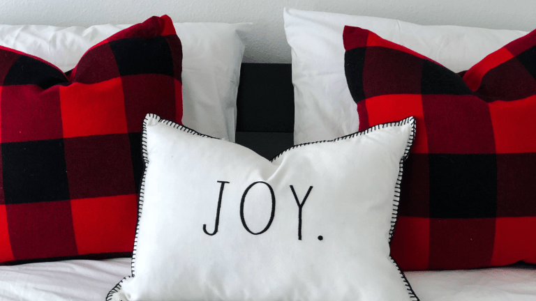 3 Ways to Get Your Guest Room Ready for the Holidays