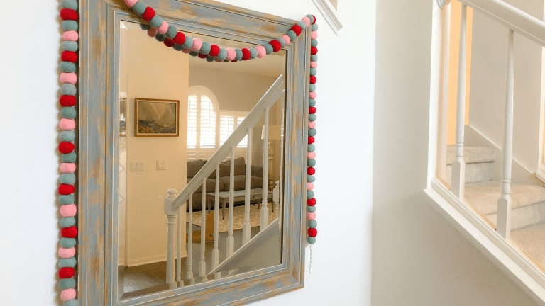How to Decorate Your Entrance for the Holidays
