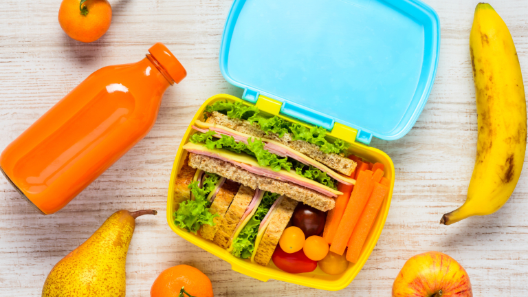 Teaching Tweens to Pack Their Own School Lunches
