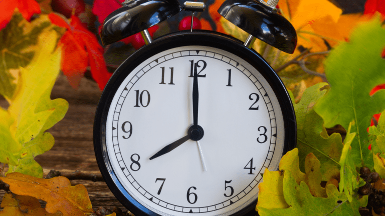How To Adjust When the Clocks Go Back on Daylight Saving Time