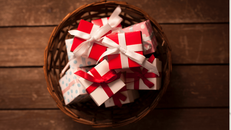 Holiday Entertaining Hacks for Busy Working Moms