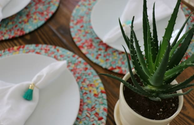 Simple Spring Tablescape Ideas