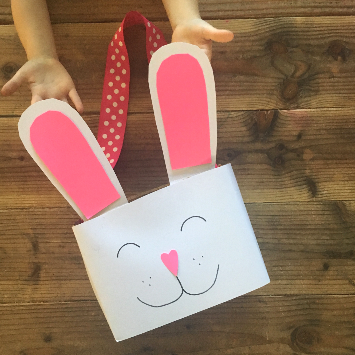 We had so much fun making this DIY Easter Bunny Basket and Carrot Hunt Command Game. The kiddos really enjoyed hunting for carrots and acting like bunnies.