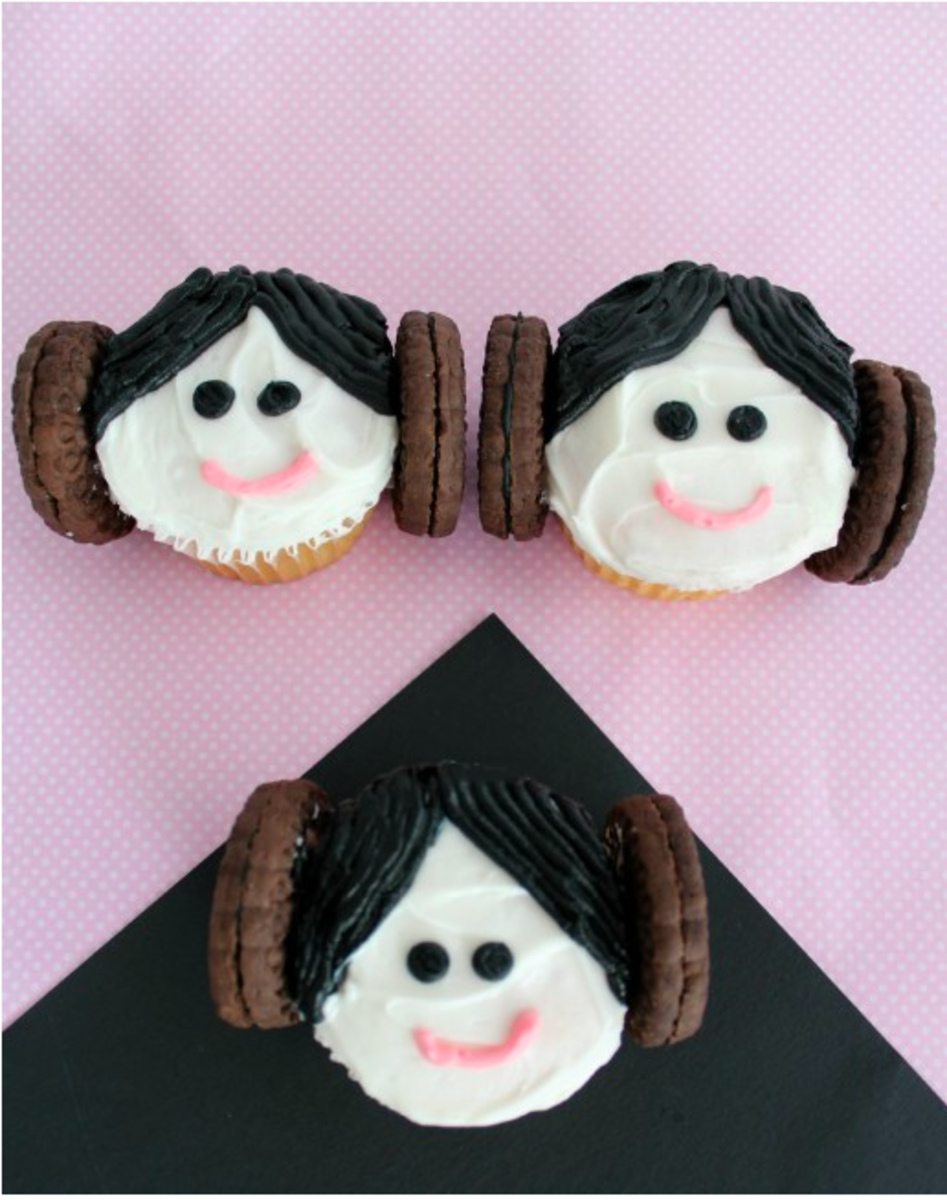 star wars treats, may the 4th be with you, star wars, #starwarsday, light saber, may 4th 2018, May 4th, Star Wars snacks,wookie cookies, venture1105, princess leia cupcakes, princess leia