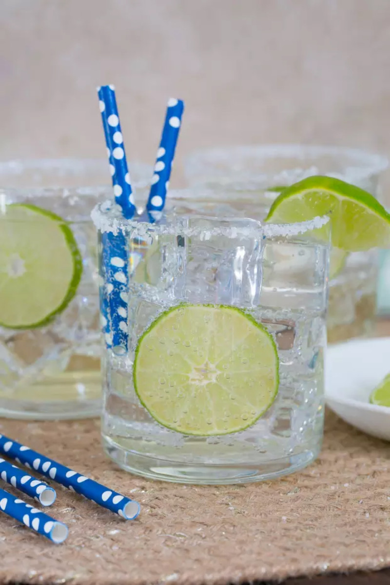 Low-Cal Margarita = Tequila + Lime juice + Club Soda
