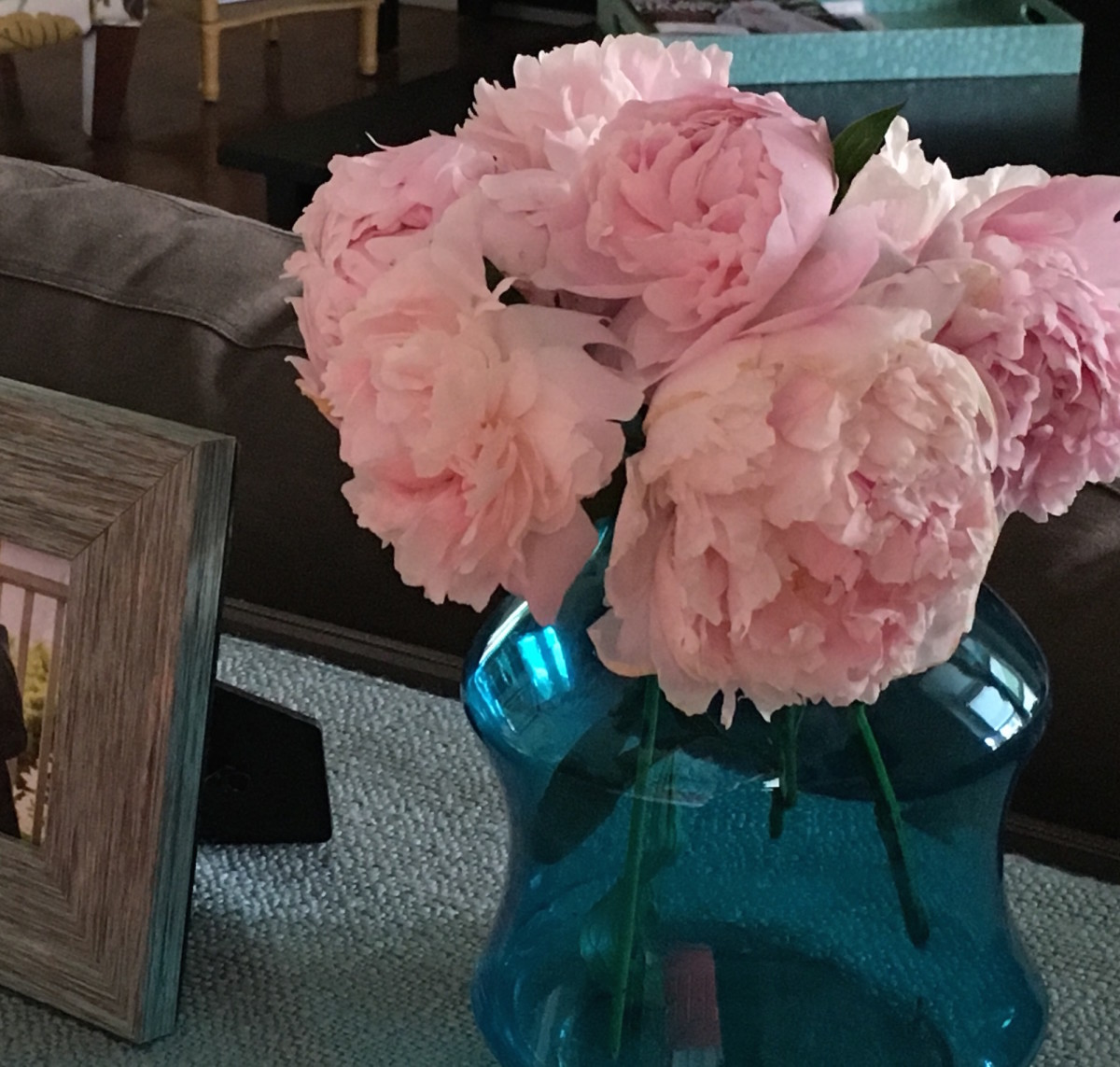 3 ways to use garden flowers, garden flowers, flowers, garden, moms garden, pruning, peonies, flowers, flowers indoors, floral arranging, floral arrangements