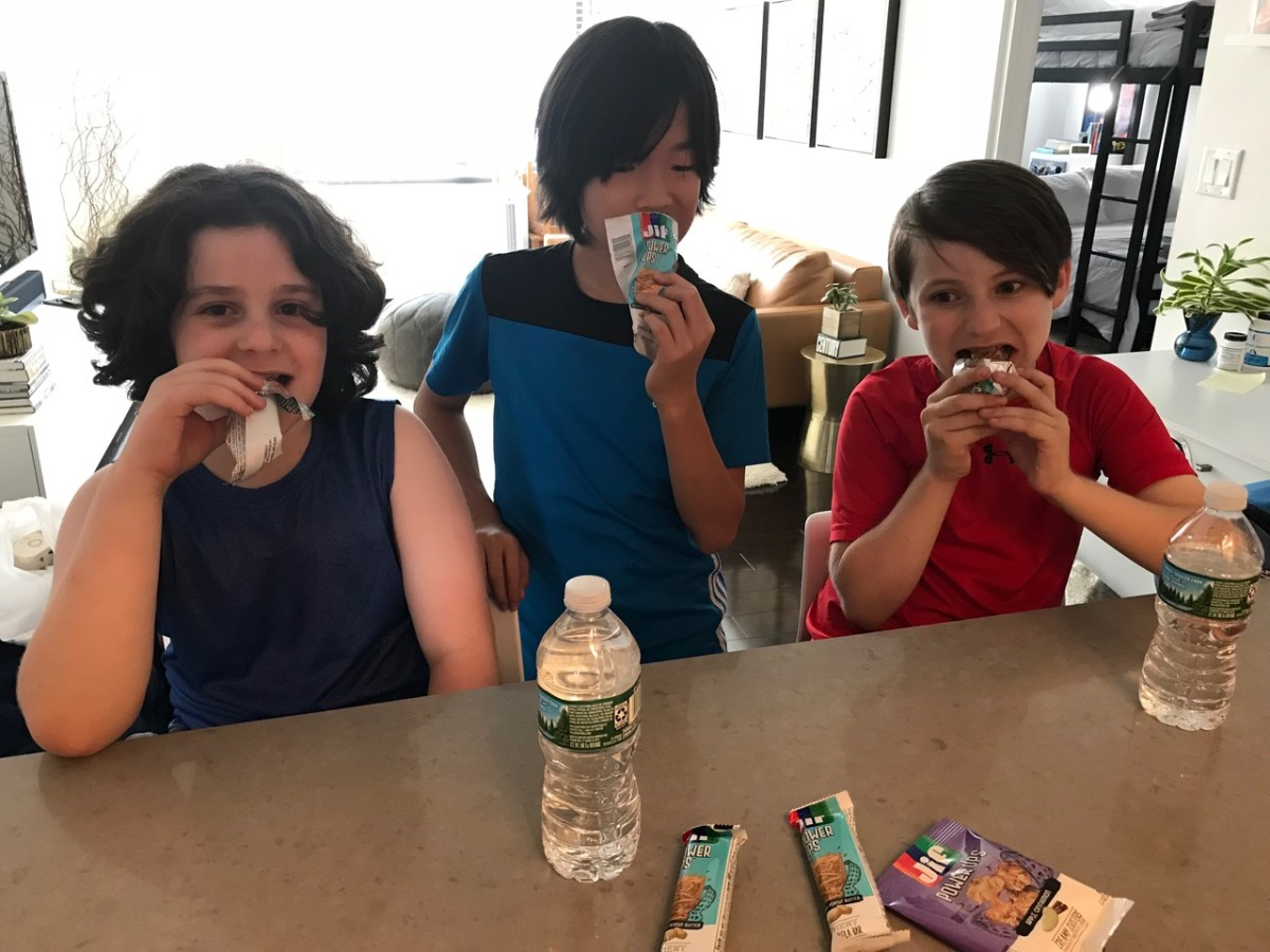 jif powerups, protein filled snacks, Jif snacks, peanut butter chewy bars, peanut butter bars, Jif power ups Chewy, Jif power ups creamy, Jif, Jif bars, snacks for kids
