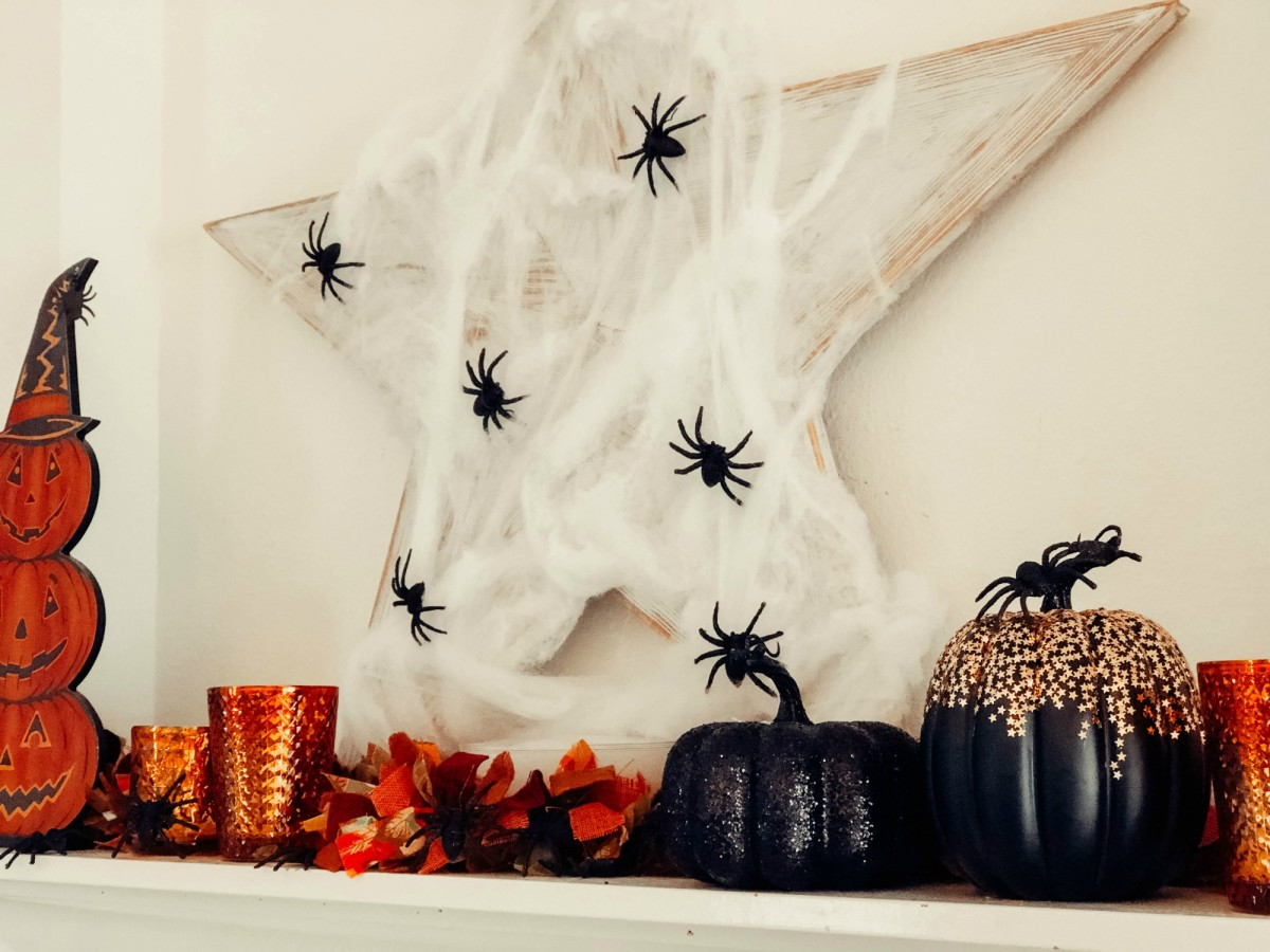 spooky halloween mantel decorating