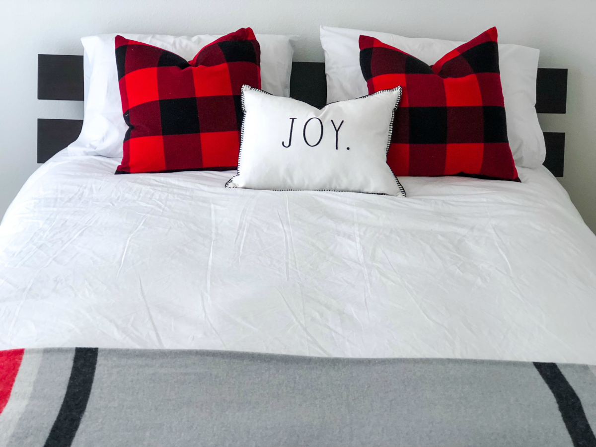 guest room holiday decor