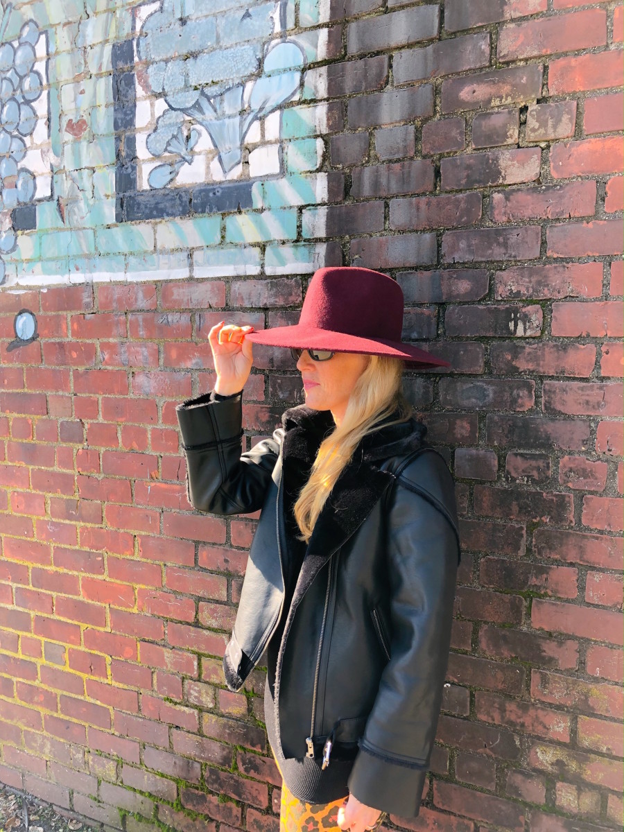 mom style, how to style a hat, hat trend, burgundy color trend, forever 21, how do moms style a hat, hat style, best style for moms, best hats for mom, styles for moms, best hats for mom, classic style for moms, how to try a new trend, how to style a new trend, on trend styles for mom, on trend hats for moms