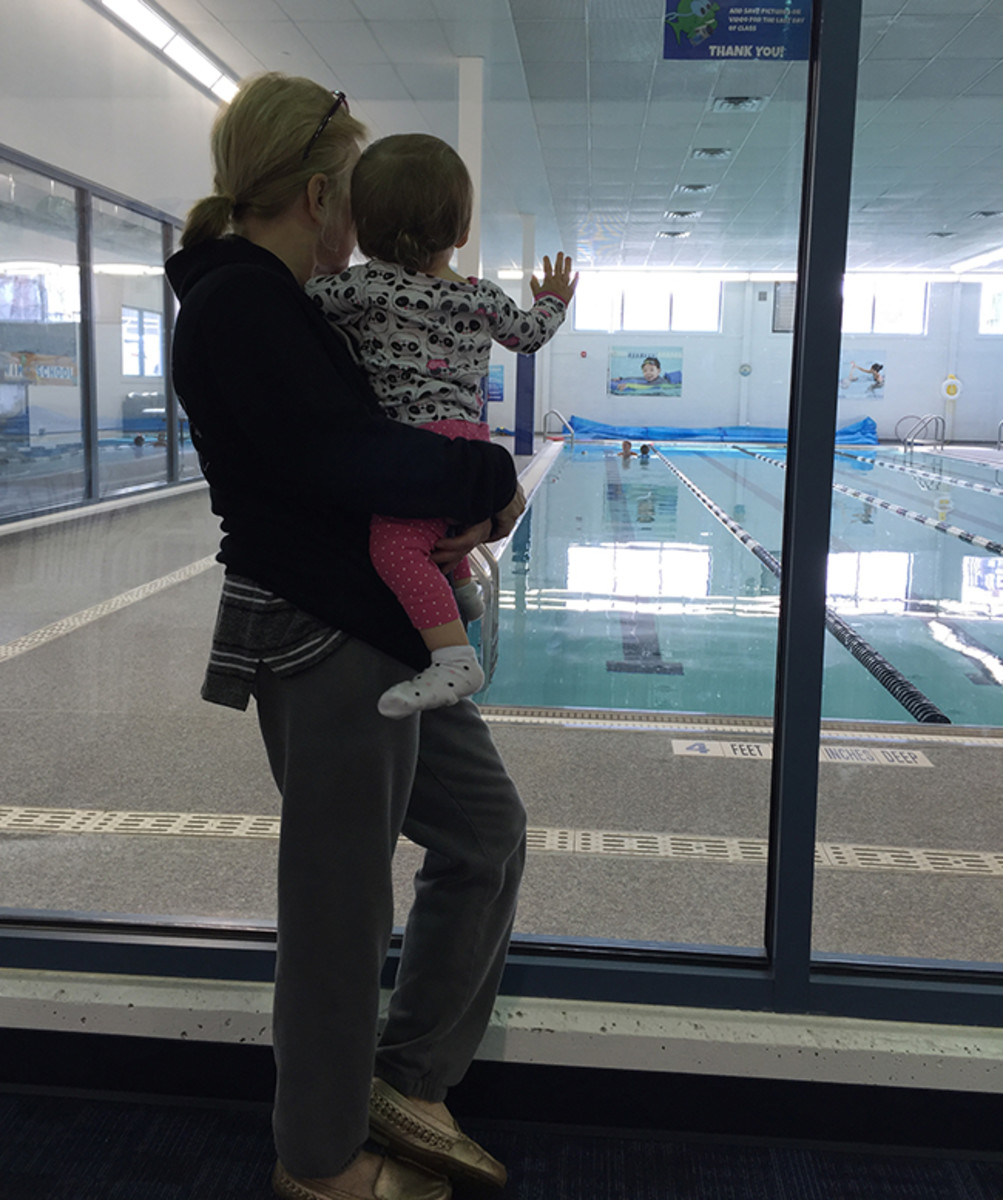 Baby Sister watching Big Brother during his swim lesson