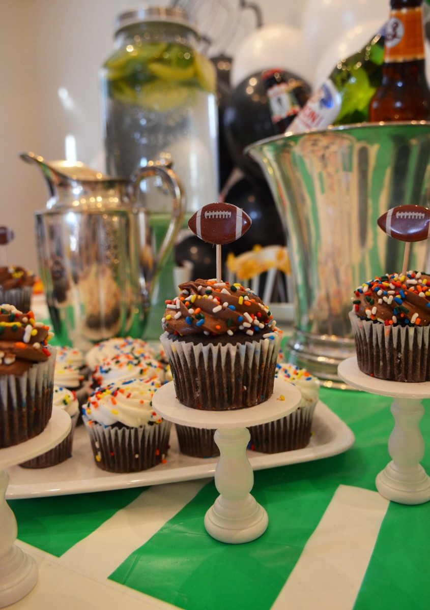 football cupckae toppers