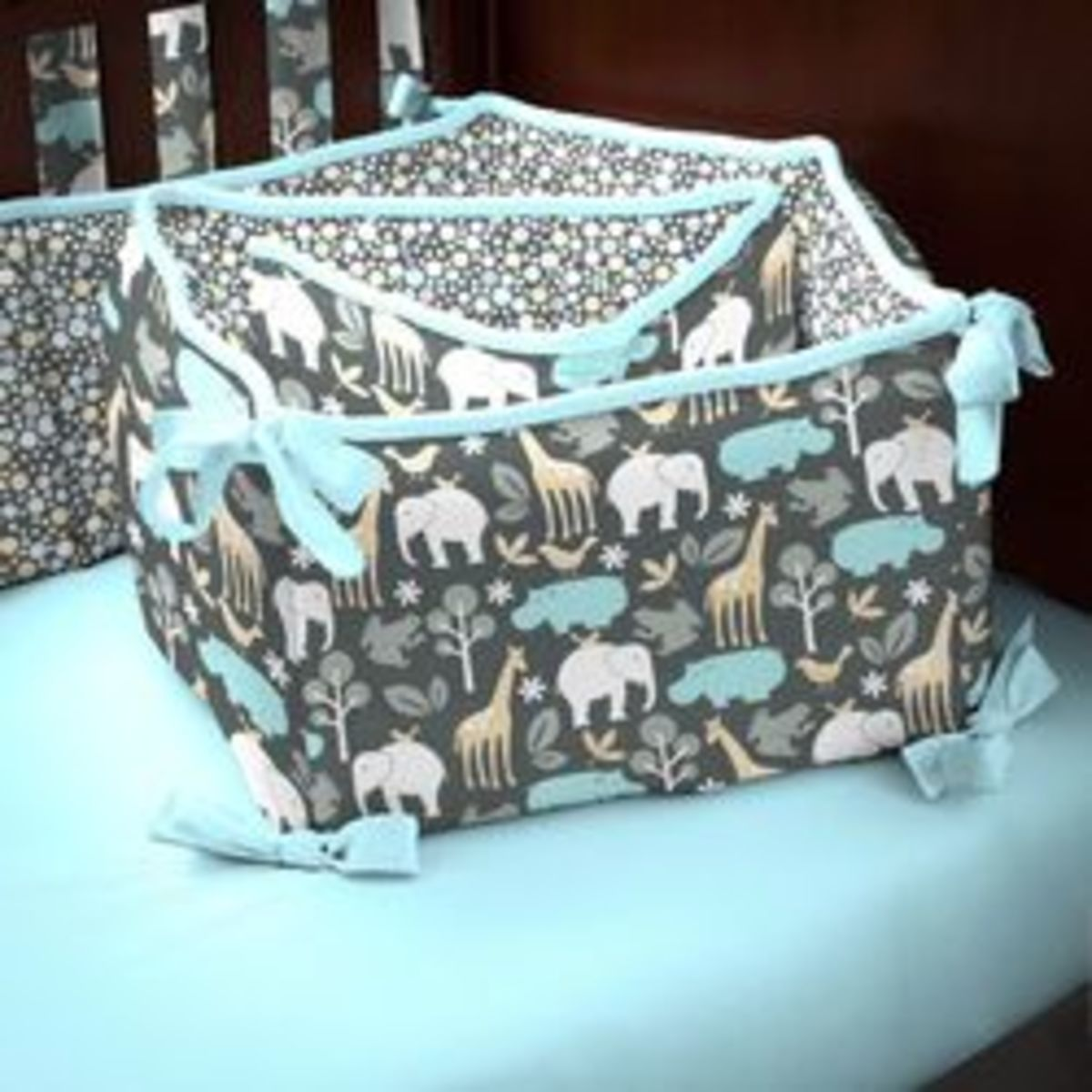 gray-zoology-crib-bumper_small