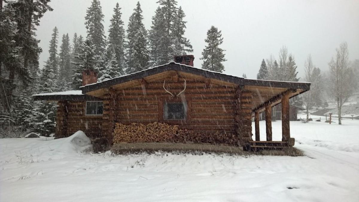 Larkspur cabin lone mountain ranch