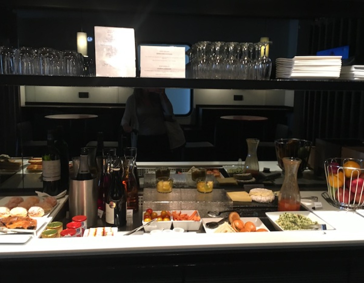 Orly Lounge Open Skies