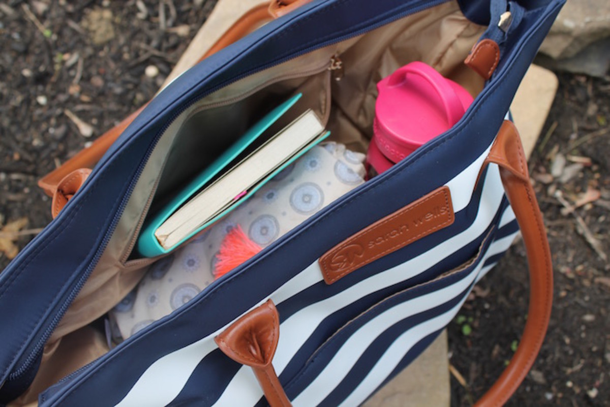 pumping on the go, sarah wells bag, pump bag, designer pump bag, on trend bags, pump bags, breastfeeding on the go, breastfeeding moms, BF moms, sarah wells, giveaway