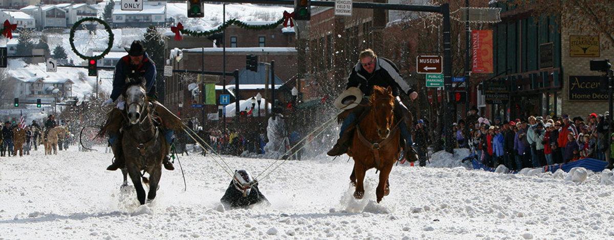 Winter-Carnival-Double-Pull-Shovel-Race