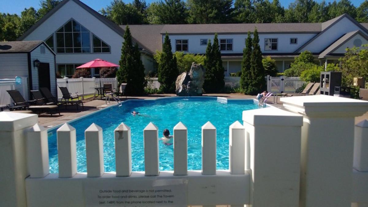 essex resort pool