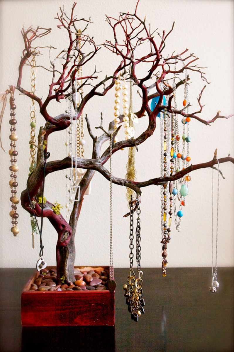 Do It Yourself: a Branch to Keep Your Jewelry