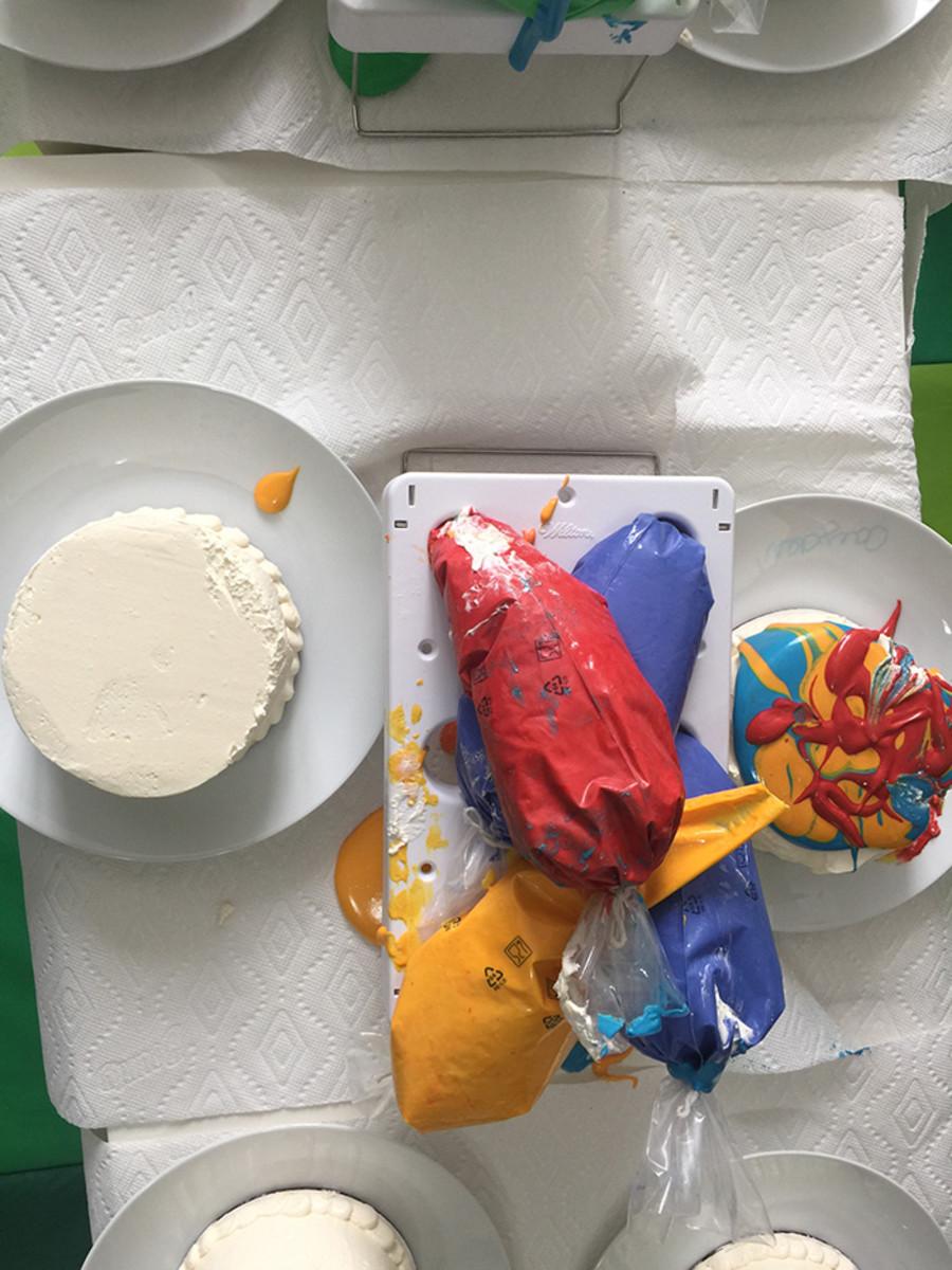 smash-cake-decorating