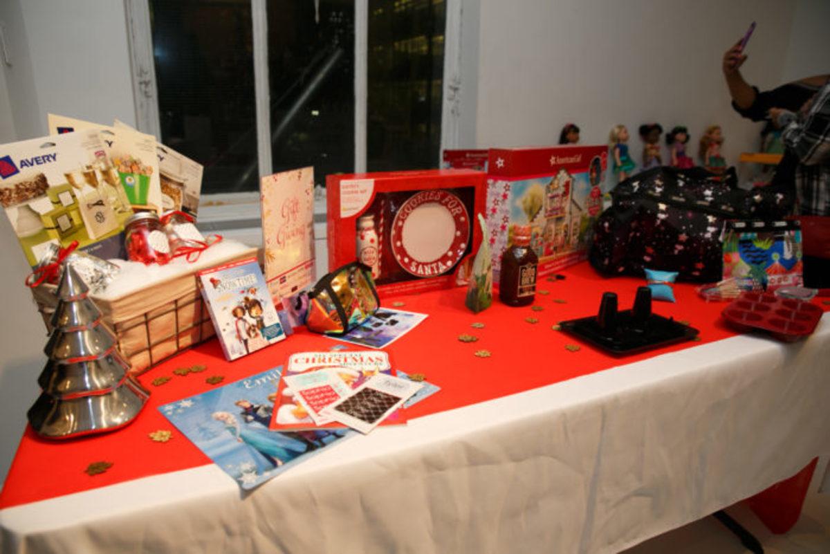 gifting-table