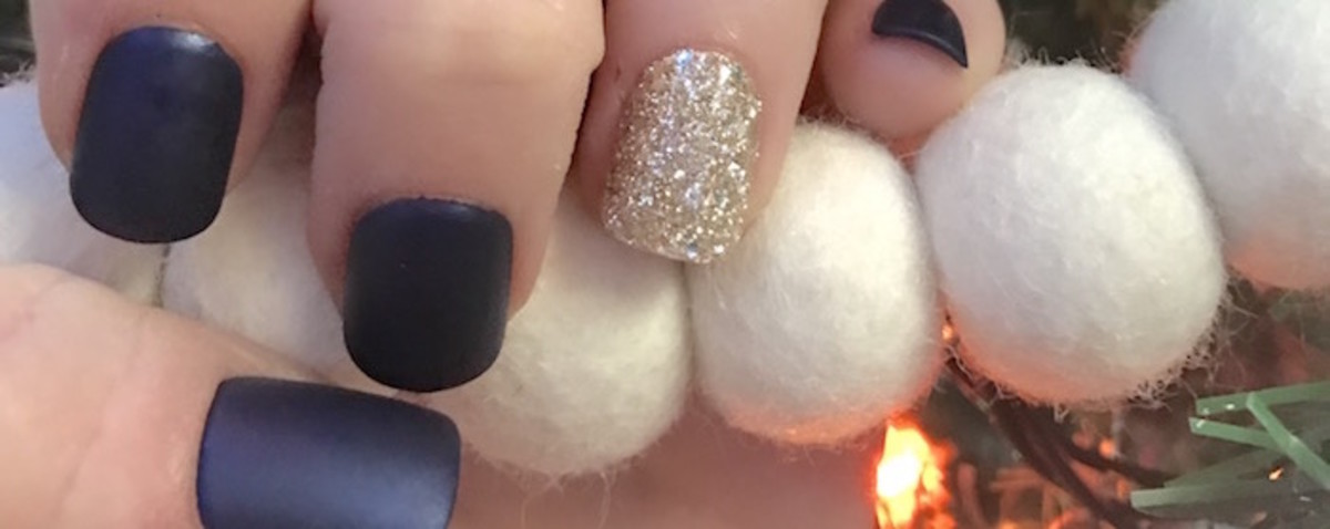3 Easy Holiday Manicures - MomTrends