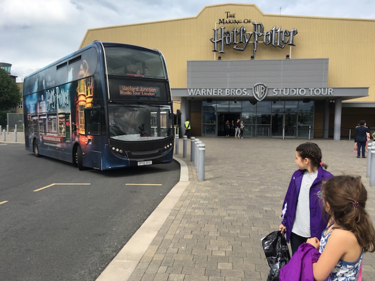 Harry potter tour shuttle bus