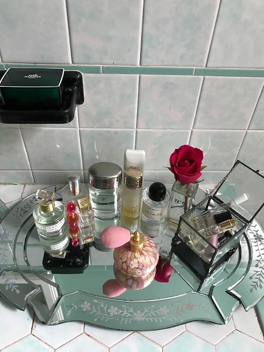 perfume vanity