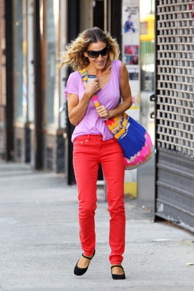 sarah-jessica-parker-walks-home-after-having-breakfast-gottino-with-few-other-mothers-from-son-james-school