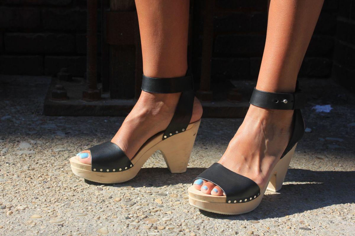 Cool wooen heel sandals