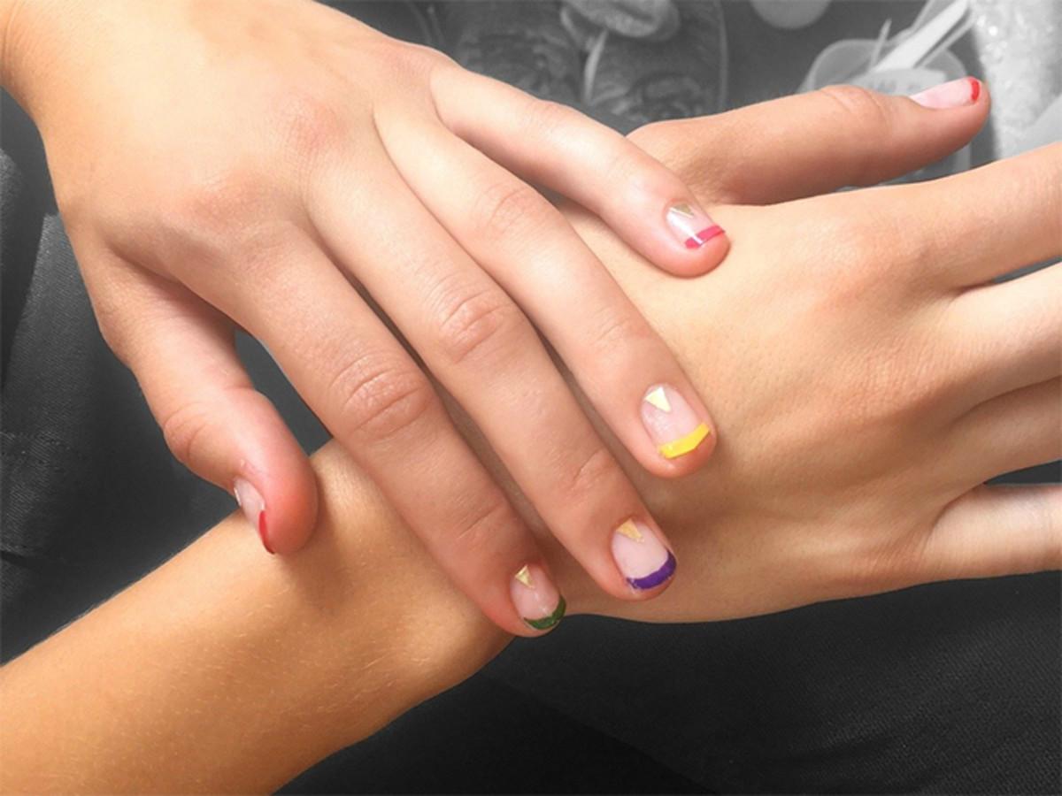 multicolored-french-manicure