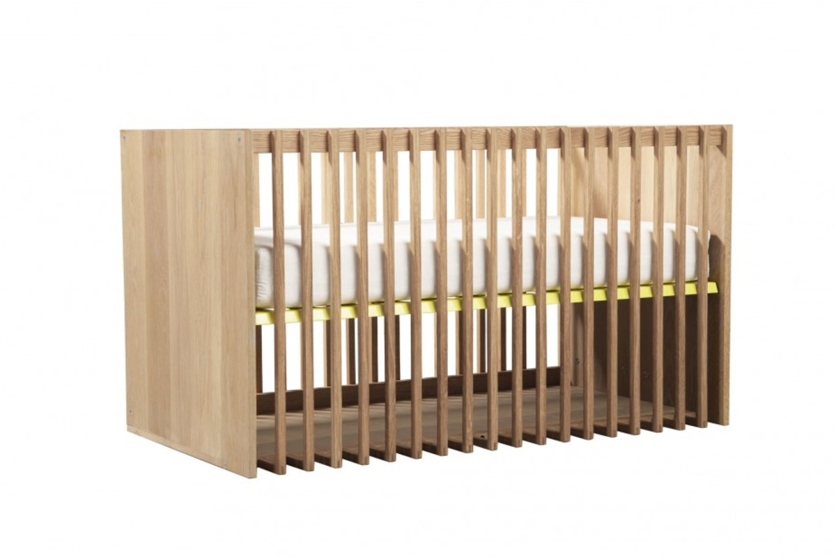4. Highlight Crib with mattress angle view_L_2